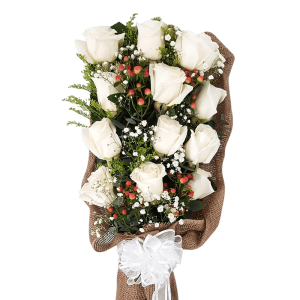 Bouquet of white roses in Dajabón